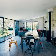 Minimal τραπεζαριες | Small Things Dining Chairs, Dining Table, Dining Rooms, Industrial Style, Minimalism, Windows, Furniture, Home Decor, Laurent