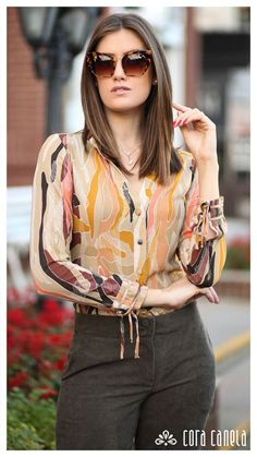 Fancy Tops, Trendy Tops, Blouse Styles, Blouse Designs, Top Chic, Business Casual Attire, Fashion Over 50, Work Attire, Fashion Outfits