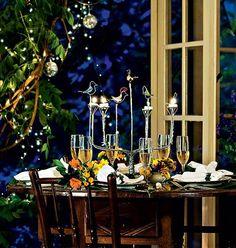 A estrela desta mesa de Ano Novo é o candelabro, feito com o alumínio de latinhas de refrigerante e cerveja