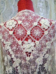 Irish crochet lace jasje met rand van'tossels'