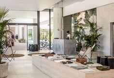 Piastrelle decorate da Eibatova per un Hotel a Rodi - Elle Decor Italia