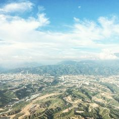 The best flight I've ever had. Only 30min flight AND the best view for most of the ride there. Hola Bucaramanga, estoy aqui!  #bucaramanga #colombia #colombiatravels #travel #travelgram #travelawesome #TravelBlogger #TravelholicsDiary #windowseat #lostintravel #lovetotravel #aerial #upintheair #skyview #bbctravel #globelle #globelletravels #dametraveler #bbctravel #tlpicks