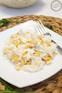 Kolejny przepis z selerowego cyklu to - Sałatka z marynowanym selerem, ananasem i szynką. Pyszności http://ulubioneprzepisy.com/2014/02/12/salatka-z-selerem-szynka-i-ananasem/ #salatka #seler #ananas