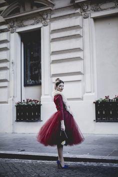 ragazza in rosso