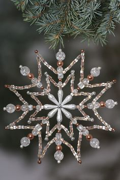 Beaded Christmas Decorations, Christmas Snowflakes, Snowflake Ornaments, Noel Christmas, Beaded Ornaments, Christmas Projects, Handmade Christmas, Xmas, Wire Crafts