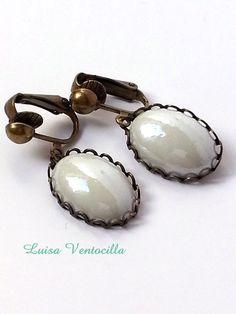 Cabochon Ohrclips oval mit Glassteine von Luisa Ventocilla Shop auf DaWanda.com