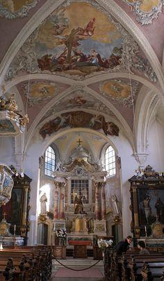 sie ist eine beliebte Hochzeitskirche in Bonn,  ein barockes Kleinod, die Kreuzbergkirche   [fc-foto:34836788]  [fc-foto:34836761]