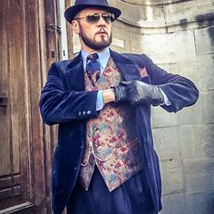 Example of a 3-piece suit with a baroque print similar to the dandy styles of the 18th century. (Dandyism, 2017)