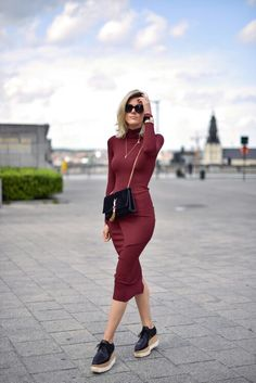 bodycon dress but coverage, funky shoes Street Style Outfits, Chic Outfits, Fashion Outfits, Fashion Trends, Dress Fashion, Fashion Bloggers, Summer Work Outfits, Fall Outfits, Brogues Outfit