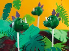 Dinosaur cake pops are a great project for bakers who have a wild imagination. Since no one really knows what dinosaurs looked like, it is left to your own interpretation Dinosaur Birthday Party, 3rd Birthday, Birthday Party Themes, Thomas Birthday, Dinosaur Cake Pops, Pinapple Cake, Edible Glue, Pink Dragon, Green Candy
