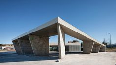Completed in 2015 in Trujillo, Spain. Images by Fernando Alda. Implantation.  When the road turns in crossing, the mantle of crags gives way to a profile of stone carved by man and history. A large concrete tubes...