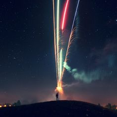 Funny pictures about Shooting fireworks. Oh, and cool pics about Shooting fireworks. Also, Shooting fireworks. Fireworks Photography, Night Photography, Art Photography, Night Long Exposure Photography, Long Exposure Photos, Photography Supplies, Amazing Photography, Firework Nails, Halloween Ii