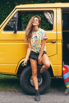 This is realistically what I'll actually wear in summer. Cut up old t-shirts, lol. Pinterest: kylizzlerussett☽