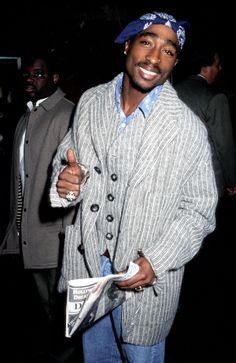 Tupac Shakur and his final days will be the subject of a pending film seeking online funding by the late rapper's former producing partner. T Shirt Streetwear, Style Streetwear, Tupac Shakur, 90s Hip Hop, Hip Hop Rap, Steve Mcqueen, Hip Hop Fashion, 90s Fashion, Fashion Photography