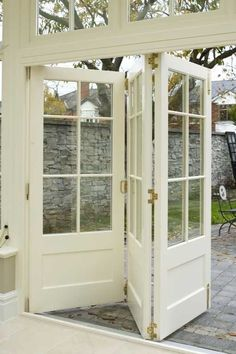 Looking for new trending french door ideas? Find 100 pictures of the very best french door ideas from top designers. Get your inspirations today! Orangerie Extension, Windows And Doors, Panel Doors, Screen Doors, Vinyl Windows, Transom Windows, Wooden Windows, My Dream Home, Interior And Exterior