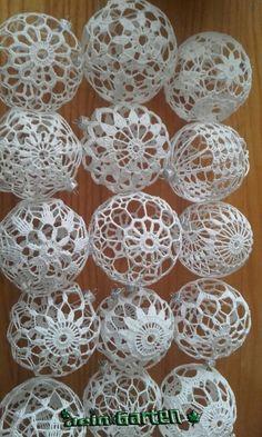 15 easy DIY knitting ideas - Her Crochet Christmas Tree Hooks, Crochet Christmas Decorations, Christmas Crochet Patterns, Crochet Christmas Ornaments, Crochet Snowflakes, Diy Christmas Ornaments, Christmas Crafts, Ornaments Ideas, Ball Ornaments