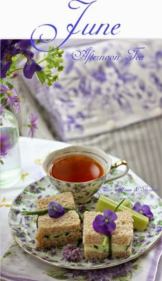 Afternoon Tea on the Porch. Excellent presentation for tea time food. Coffee Time, Tea Time, Tee Sandwiches, Cucumber Sandwiches, Finger Sandwiches, Café Chocolate, Pause Café, Afternoon Tea Parties, Snacks Für Party
