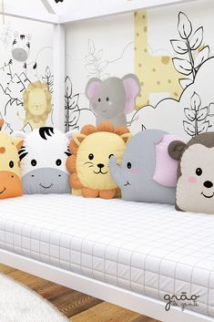 Do It Yourself nursery as well as baby room decorating! Concepts for you to develop a little heaven in the world for your little bundle. Great deals of baby space style ideas! Baby Bedroom, Kids Bedroom, Baby Room Design, Baby Pillows, Nursery Room Decor, Baby Crafts, Baby Decor, Crib Bedding, Baby Sewing