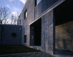 開放的な前庭(『グレイの家』景観を取り込む住まい) - アウトドア事例|SUVACO(スバコ)