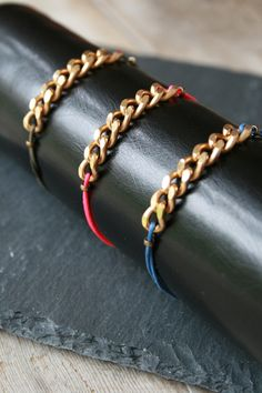 bracelet chaine doré et cordon lin