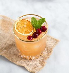 This Cranberry & Orange Bourbon Cocktail recipe is featured in the Fall and Winter Cocktails feed along with many more. Bourbon Cocktails, Winter Cocktails, Thanksgiving Cocktails, Christmas Cocktails, Thanksgiving Food, Holiday Drinks, Cranberry Cocktail, Pina Colada, Sangria