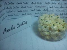Kue Sagu, kue dengan bahan dasar tepung sagu. Rasanya yang sederhana sangat cocok untuk Anda yang tidak menyukai kue kering yang terlalu manis