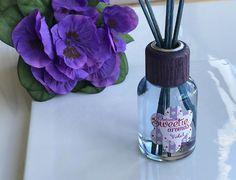 Si te decimos VIOLETA, ¿en qué piensas? ¿En una flor? ¿Un bonito nombre? ¿Quizás en un color? ¿O tal vez en un aroma? SWEETIE by AMBIENTAIR AROMAS, cuando los recuerdos se vuelven fragancias... ¡Feliz viernes! https://ambientair.es/ #ambientador #mikados #fragancias #violeta #violet #flowers #flores #sweetie #ambientairaromas #huelogenial #deco #hogar #aromas #españa #madeinspain