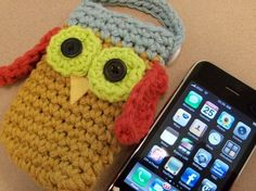 Crochet owl iphone cover. Via Auraknits's etsy