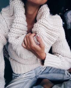 P'tit samedi soir confo  #lookdujour #ldj #knit #sweater #cozy #weekend #saturday #fun #inspiration #style #fashion #regram  @jetsetjustine