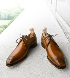 Cheaney's Liverpool two eyelet gibson.  Mahogany calf, hand burnished, full leather lining.  Goodyear welted, single leather sole, quarter rubber heel.  Made in Northampton, England.