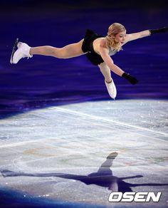 OSEN - [사진]그레이시 골드, '파워풀 점프'