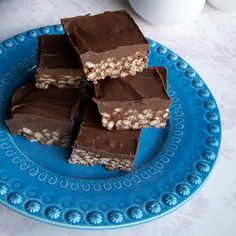 Nutella Rice Krispie Squares Guest post by Hidden Ponies on Cravings of a Lunatic Just Desserts, Delicious Desserts, Dessert Recipes, Yummy Food, Rice Krispie Treats, Rice Krispies, Yummy Treats, Sweet Treats, Nutella Recipes
