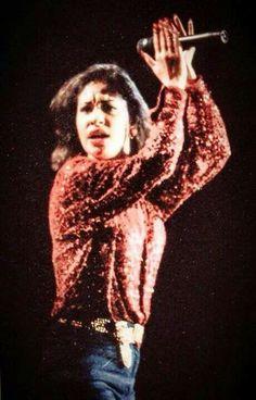 New rare photo of Selena during 1994
