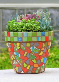 If you don't have broken crockery that you can use, you will find mosaic pieces at most craft or hobby stores, or buy some mosaic tiles at your local Builders to use to design your own mosaic plant pots. Mosaic Garden Art, Mosaic Flower Pots, Mosaic Pots, Ceramic Flower Pots, Mosaic Diy, Mosaic Crafts, Mosaic Projects, Pebble Mosaic, Mosaic Ideas