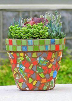 Oi Pessoal!!   Conforme prometido, aqui vai mais uma leva de imagens com idéias de decoração para jardins, alguns vasos interessantes, camin...
