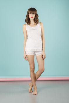 Pigiama da donna 2 pezzi composto da maglia manica a giro e pantalone corto. Disponibile in 2 varianti di colore. Realizzato in cotone 100%. #pigiamiamoci #nightandday #trendy #urbanstyle #style #moda #donna #pajamas