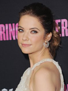 Ashley Benson pulled her new brunette locks back into a curly ponytail, which perfectly complemented her bronzy smoky eye.