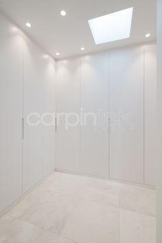 Armarios vestidores lacados en blanco Wardrobe Door Designs, Wardrobe Doors, Closet Doors, Walk In Closet, Home Reno, Closet Organization, Home Office, Sweet Home, Loft