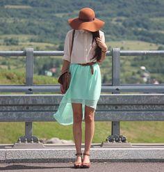 floppy hat, flowy skirt without looking dowdy인터넷카지노 KIM417.COM 실시간카지노 강원랜드카지노