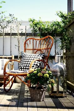 Schaukelstuhl / Rocking Chair + Kissen / Pillow