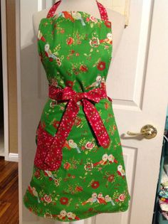 Ok, it's not turquoise and pink but it's my new apron for junk in the trunk