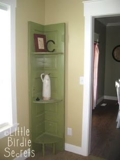 Phantastic Phinds: 25 Ways To Repurpose & Reuse Old Vintage Wood Doors, Discover home design ideas, furniture, browse photos and plan projects at HG Design Ideas - connecting homeowners with the latest trends in home design & remodeling Door Shelves, Corner Shelves, A Shelf, Corner Door, Corner Cabinets, Sink Shelf, Corner Cupboard, Corner Unit, Cupboards