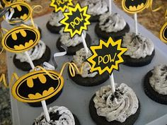 I was so excited when I got to do cupcakes for a BOY BATMAN BIRTHDAY party! How awesome are these boy cupcakes? Cookies and Cream Cupcake. Batman Birthday, Batman Party, Superhero Birthday Party, Birthday Parties, 8th Birthday, Birthday Ideas, Birthday Cake, Batman Cupcakes, Cupcakes For Boys