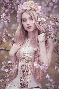 http://absentia-veil.blogspot.com/