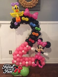 Minnie Mouse balloon art Justin Reams- Twist of fun! Balloon art.