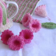Trumpet flowers to knit from Queen of the Tea Cosies