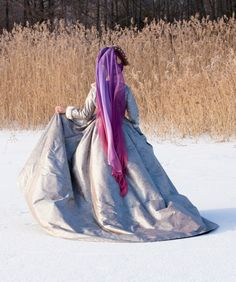 Reproduction century Burgundian dress from Duran Textiles, I wonder how many yards/meters it is? Medieval Dress, Medieval Clothing, Disney Characters Costumes, Character Costumes, Cinderella Fairy Godmother, Tudor Costumes, Period Outfit, Renaissance Fashion, 15th Century