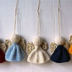 40 Free Crochet Patterns – Christmas Edition from Karla's Making It These are all links to Free Christmas Patterns. Just click nearer to the bottom left to avoid the Pin button and you … Crochet Christmas Decorations, Crochet Christmas Ornaments, Crochet Decoration, Christmas Crochet Patterns, Holiday Crochet, Crochet Toys Patterns, Christmas Knitting, Crochet Gifts, Cute Crochet