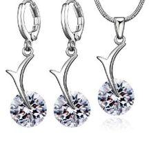 Set bijuterii mireasa http://www.bijuteriifrumoase.ro/cumpara/set-bijuterii-argintiu-3270