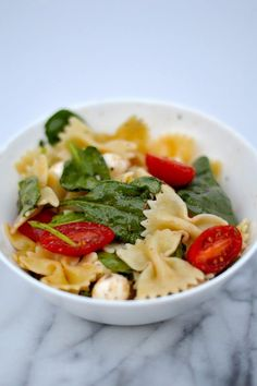 This Fresh Spinach, Tomato and Mozzarella Pasta Salad is the perfect side dish for any gathering!